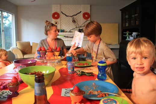 Back to school feast table play