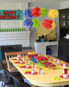 Angry Bird Birthday Party table setting